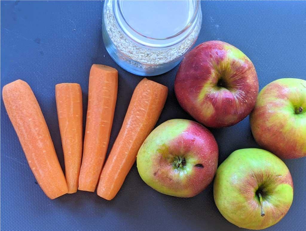 Sastojci za grickalicu od mrkve i jabuke
